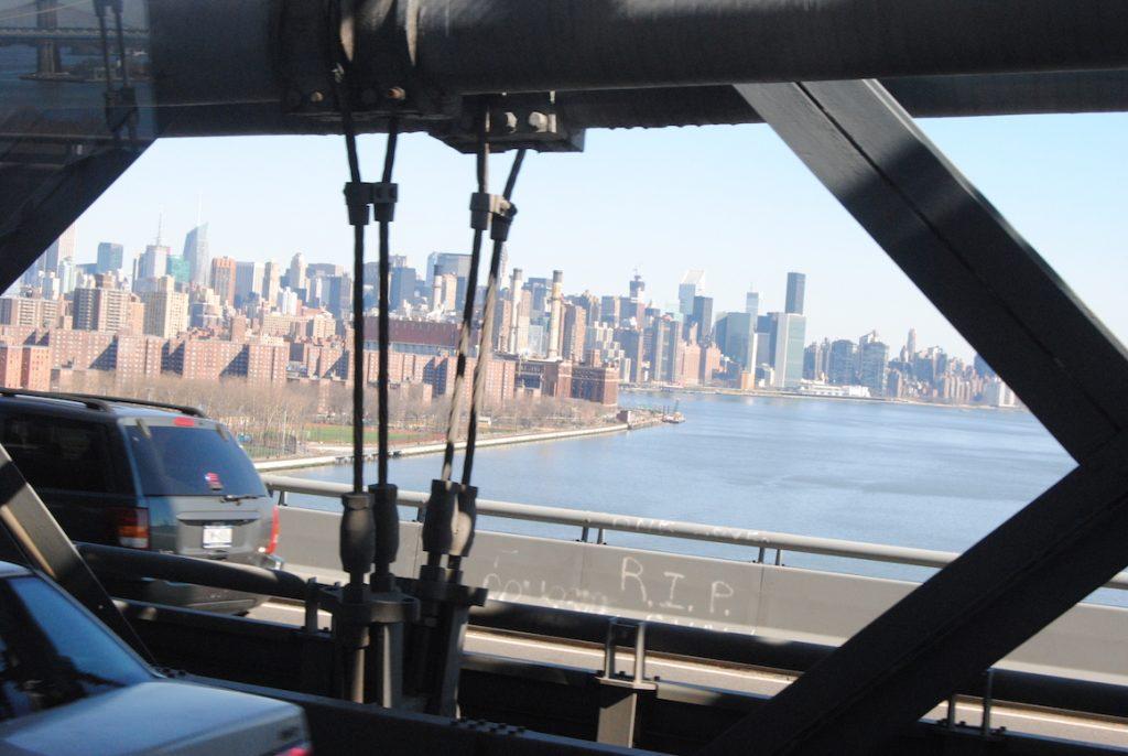 Widok na Manhattan z metra.