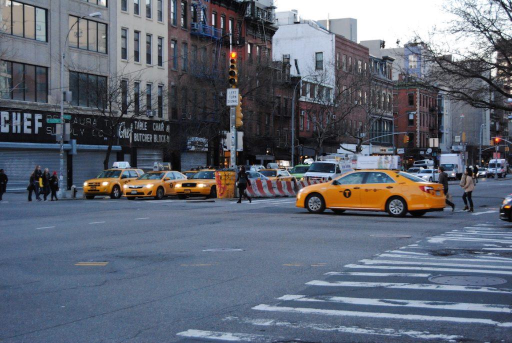 Wszędzie pełno żółtych taksówek