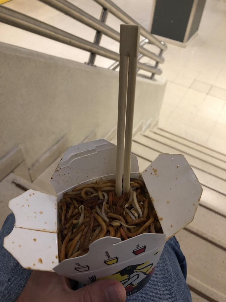 Makaron z kurczakiem w Asia Snack's Box Wiedeń