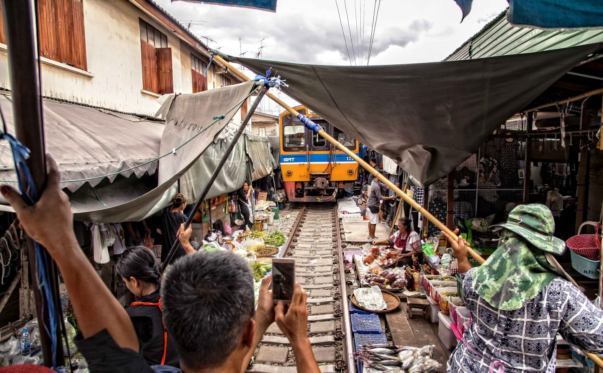 Targ na torach (Maeklong Railway Market) – jak się tam dostać?