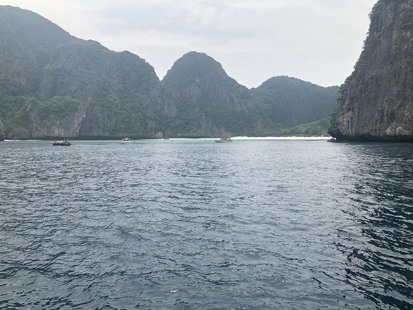 Widok na Maya Bay z promu
